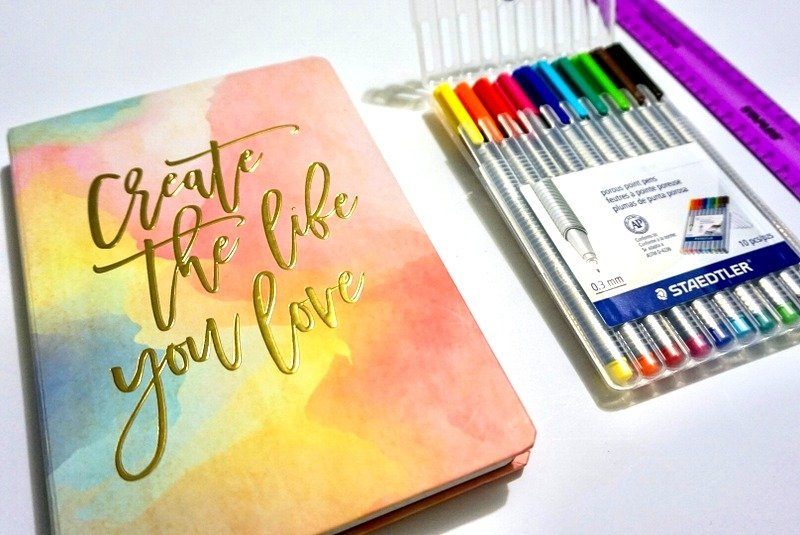 How to track goals and habits with a bullet journal | www.andreapeacock.com