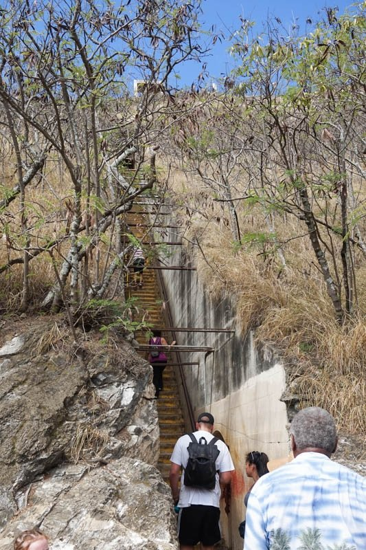 Guide to Hiking Diamond Head Mountain in Honolulu, Hawaii