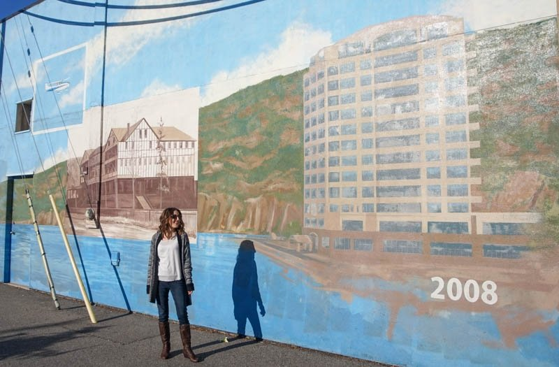 Mural showcasing the history of Penticton, British Columbia, from 1908 to 2008