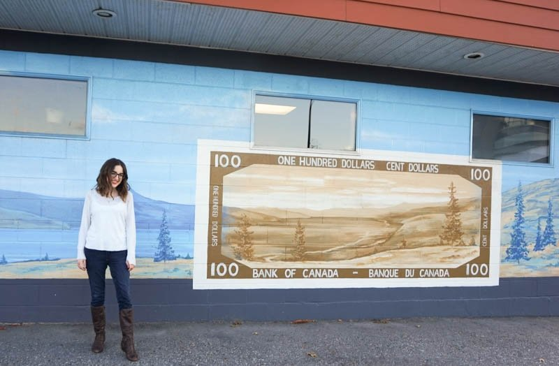 Mural of a historic Canadian $100 bill in Penticton